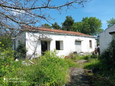 Big land with cottages to renovate close to Panormos beach