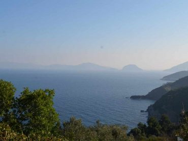 Spacious plot in Kalogeros with uniterrupted views to the sea