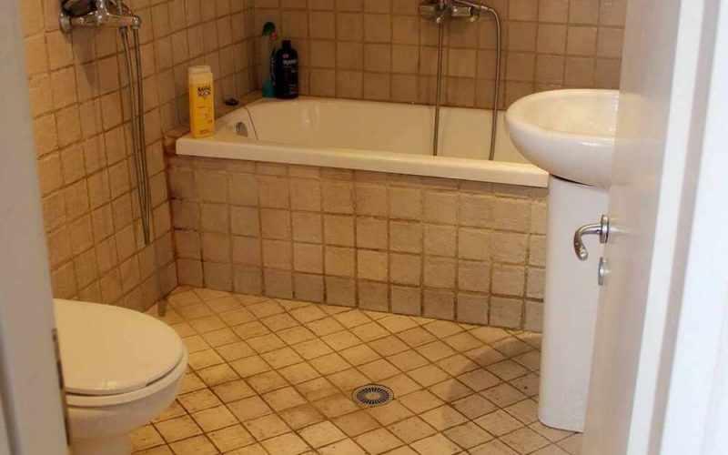 Cozy property with yard in Skopelos Town Bathroom
