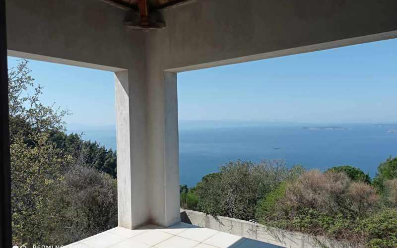 Unfinished Villa with breathtaking views towards the Sea. Balcony