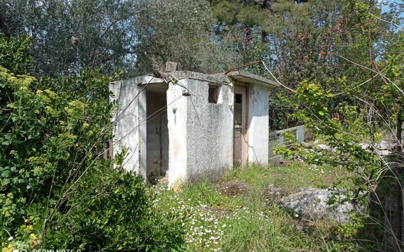 Big land with cottages to renovate close to Panormos beach storage place
