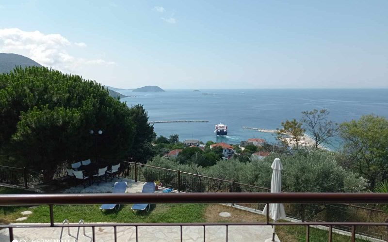 Wonderful villa with pool in Loutraki area with views