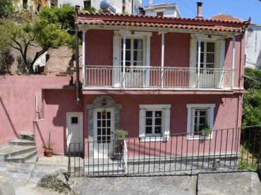 Skopelos Town House with terrace with views and spacious yard