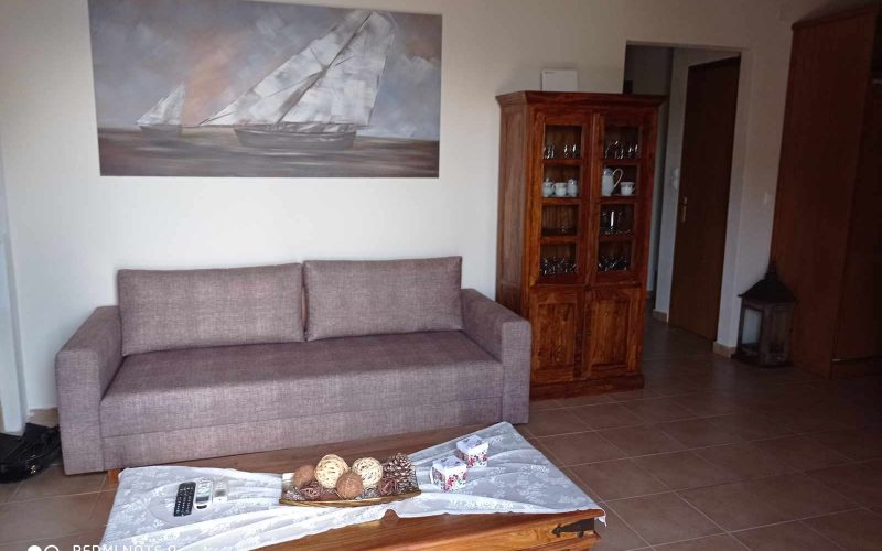 Wonderful villa with pool in Loutraki area with views Living room