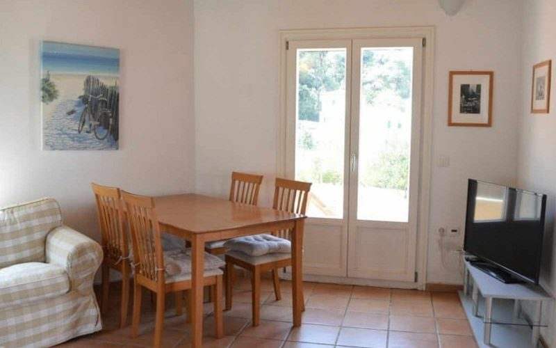 Property in walking distance to Agnontas beach Living/Dining room