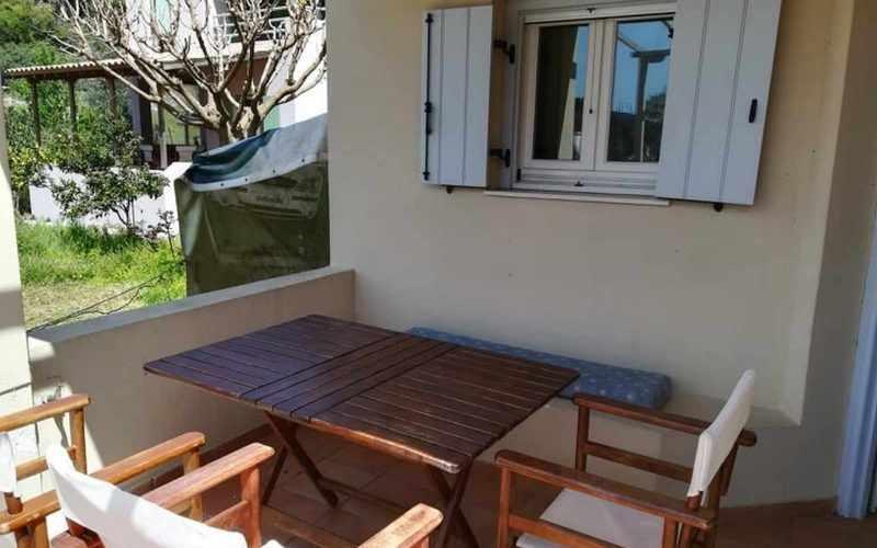 Property in walking distance to Agnontas beach Porch