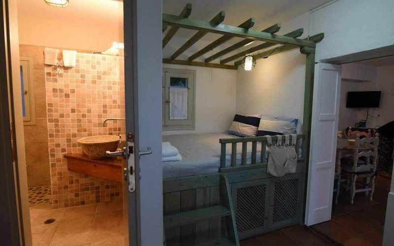 Beach front Villa for sale on Skopelos Island - Bedroom/ bathroom