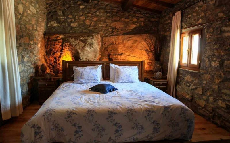 Complexe of cottages in Anania Small cottage bedroom