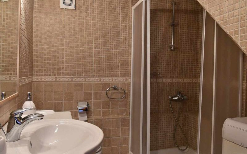 Property in Palaio Klima with Sea views The bathroom