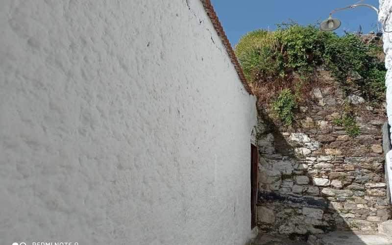 Traditional property in Skopelos Town with potential garden Top floor entrance private garden