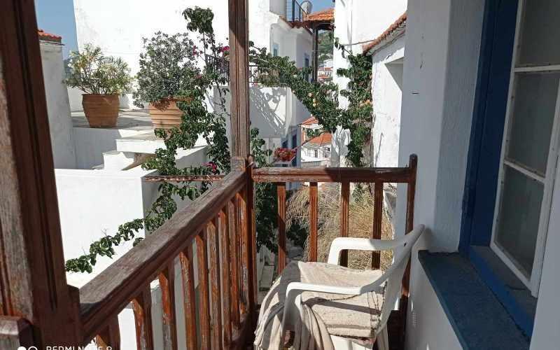 Traditional property in Skopelos Town with potential garden Top floor balcony