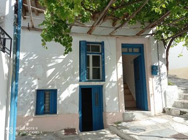 Traditional property in Skopelos Town with potential garden