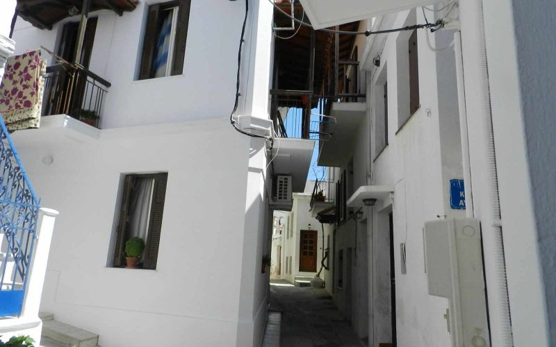 Small Skopelos Town property with 2 bedrooms