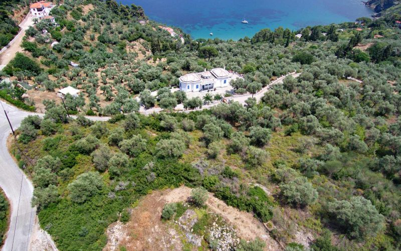 Unique land with panoramic views close to beach
