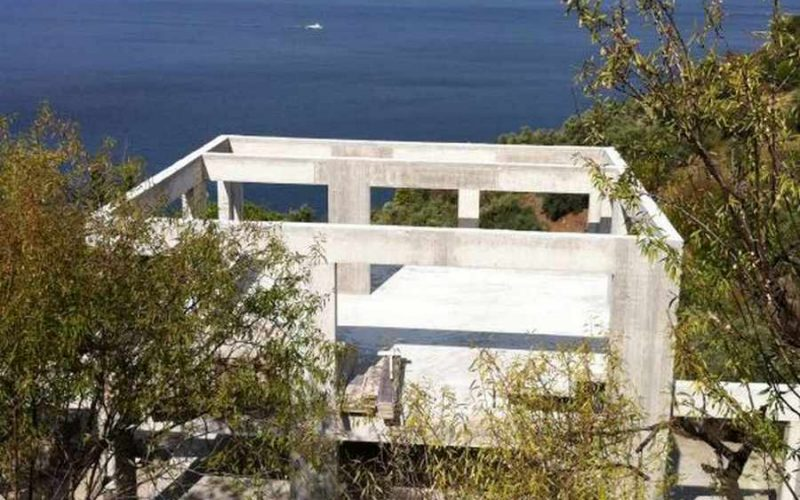 Unfinished Villa in an amazing location close to a beach The construction