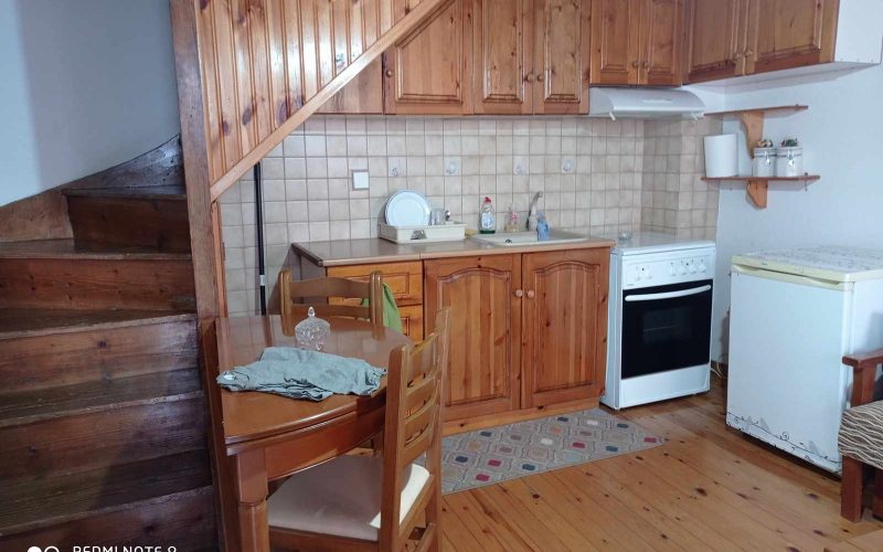 Cozy Skopelos Town house with balcony Kitchen/dining room