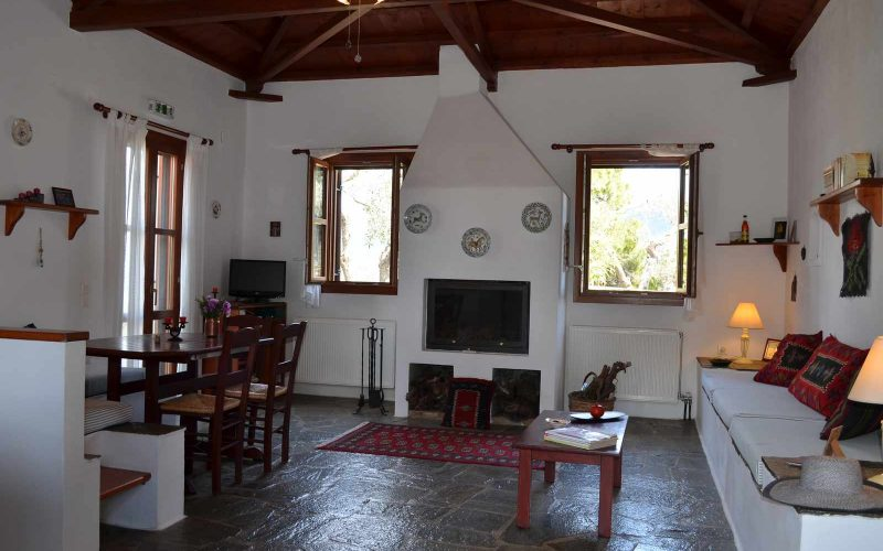 Villa with guest house close to Skopelos Town Living room