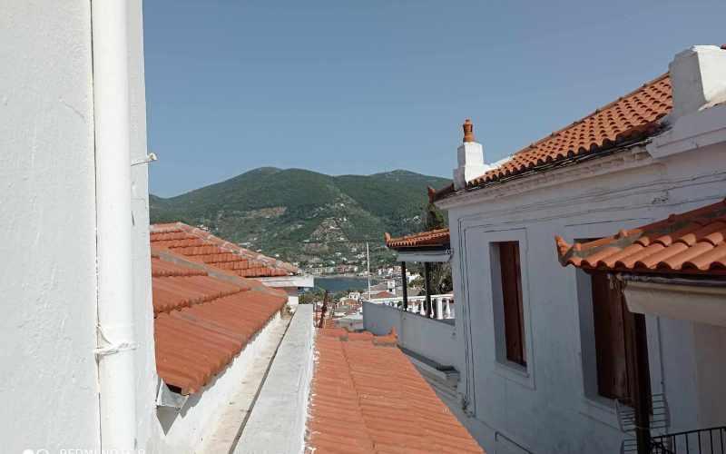 Cozy Skopelos Town house with balcony Views