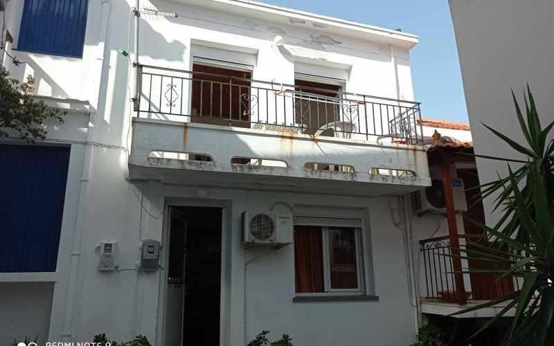 Cozy Skopelos Town house with balcony