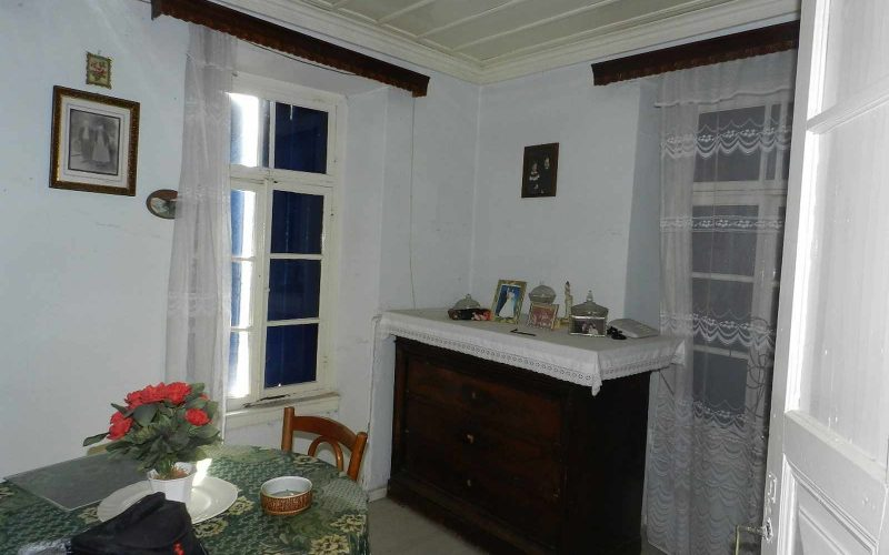 Traditional old property in Skopelos Town with private yard Living room