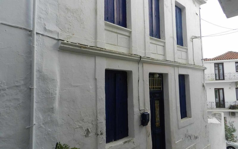 Traditional old property in Skopelos Town with private yard