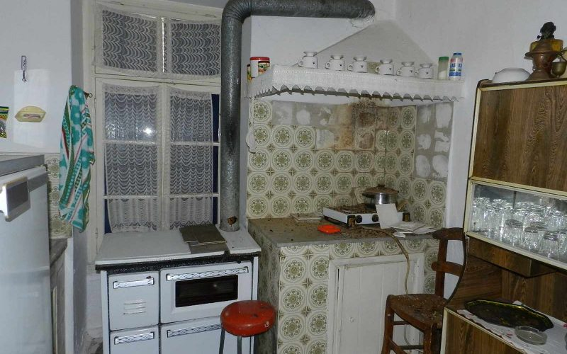 Traditional old property in Skopelos Town with private yard Kitchen