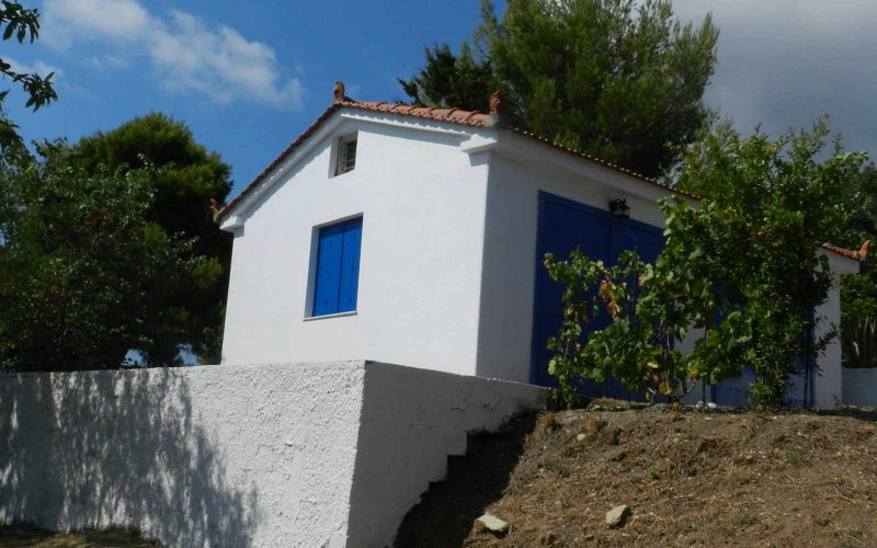 Villa with swimming pool and stunning views to the Sporades Islands Garage