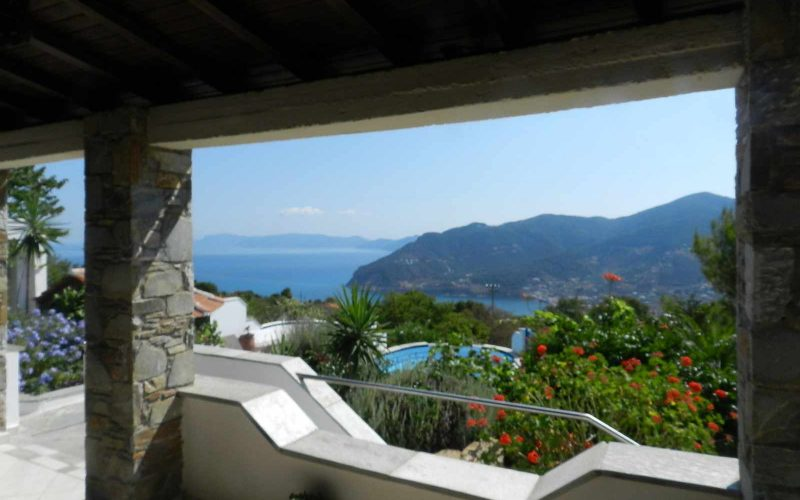Villa with swimming pool and stunning views to the Sporades Islands The views