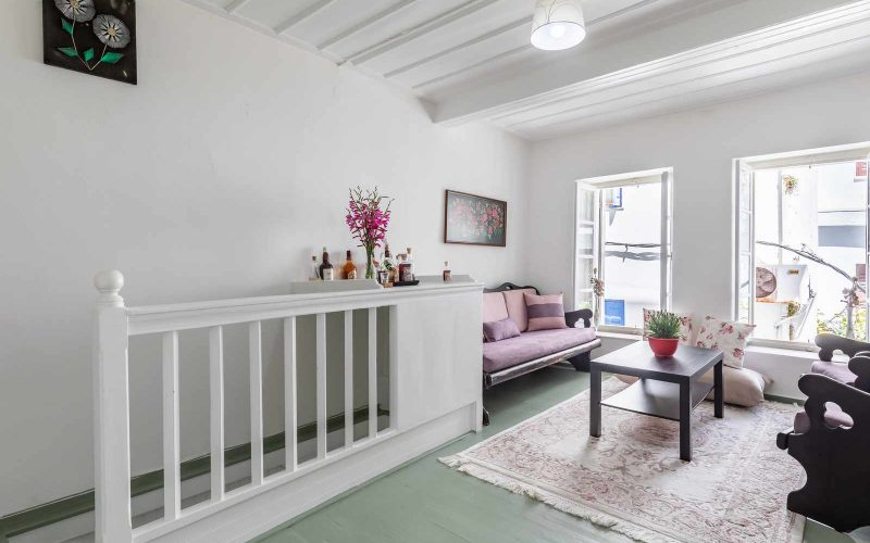 Traditional Town house with roof terrace and views Living room