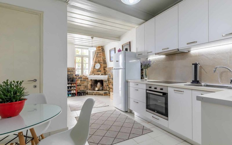 Traditional Town house with roof terrace and views Kitchen