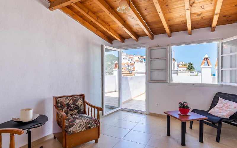 Traditional Town house with roof terrace and views Top floor