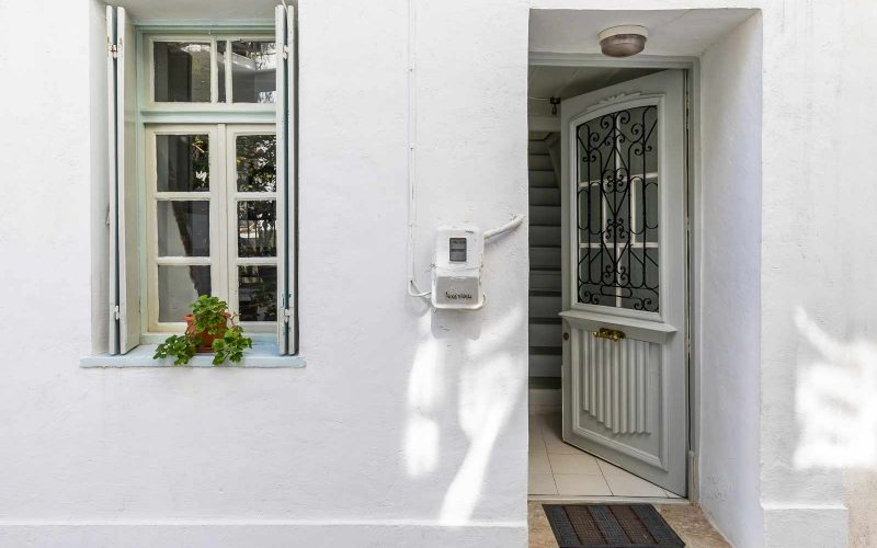 Traditional Town house with roof terrace and views Entrance