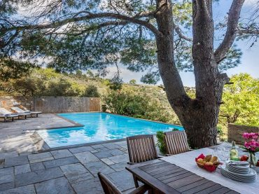 Stylish Villa with swimming pool and independent studio close to Skopelos Town