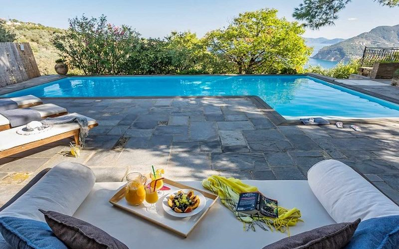 Stylish Villa with views and swimming pool close to Skopelos Town