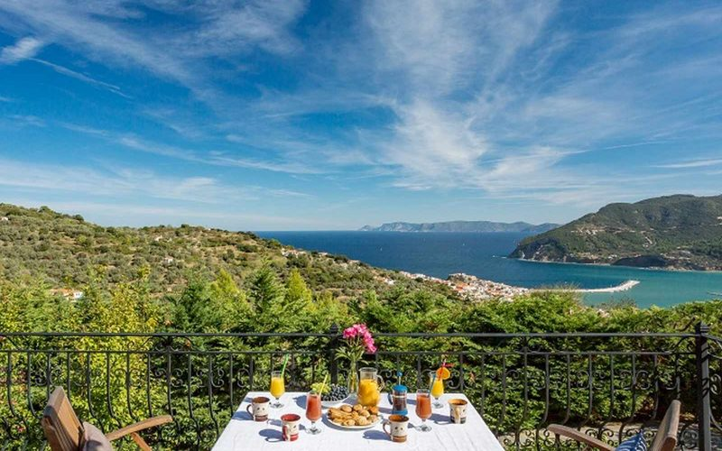 Stylish Villa with views and swimming pool close to Skopelos Town The views