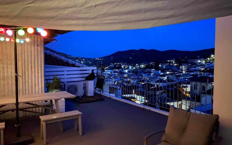 Pretty Town House with Terrace and views The terracee by night