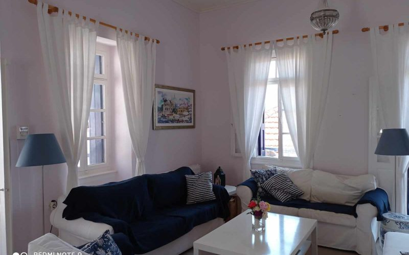 Traditional Renovated property inside Skopelos Town Living room